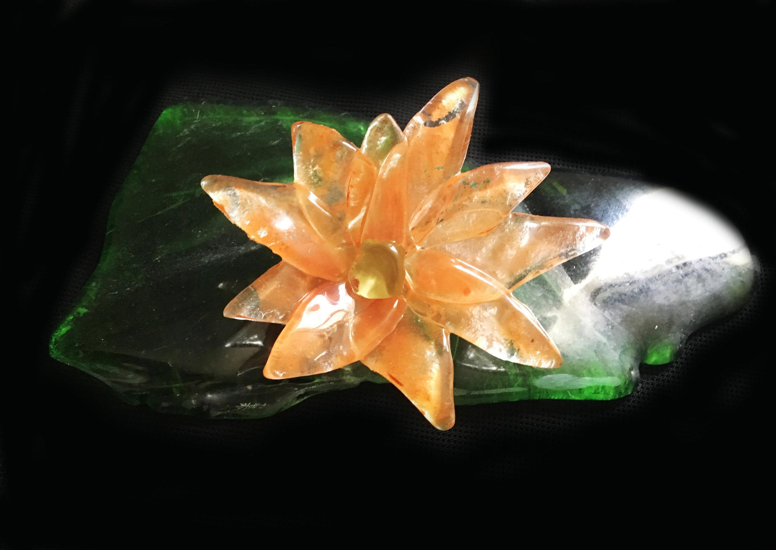 flor laranja e verde R$60,00