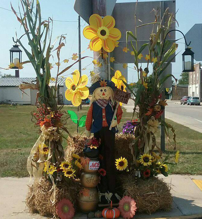 muscoda fall scarecrow photo.jpg