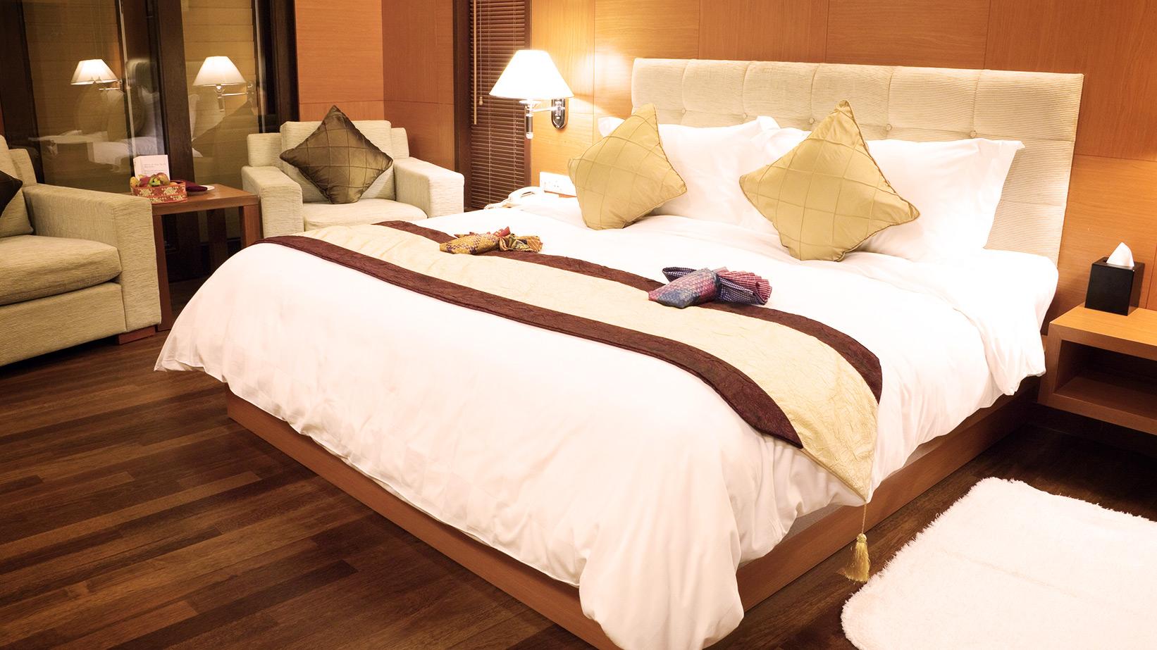 3,000/250 - Hotel Rooms/Area Restaurants