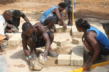 training metselen AYPAD Sierra Leone.jpg