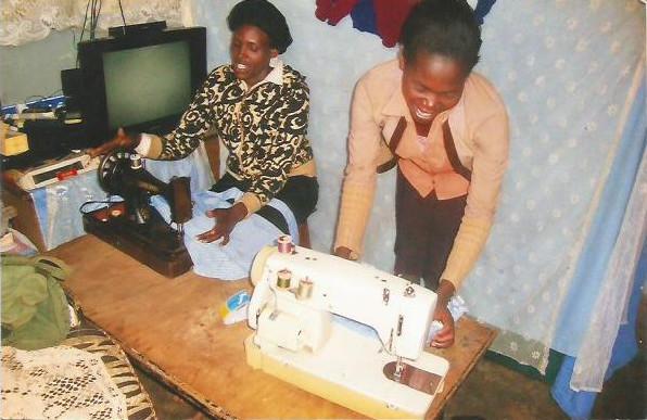 gebruikte naaimachines voor Kenia.jpg