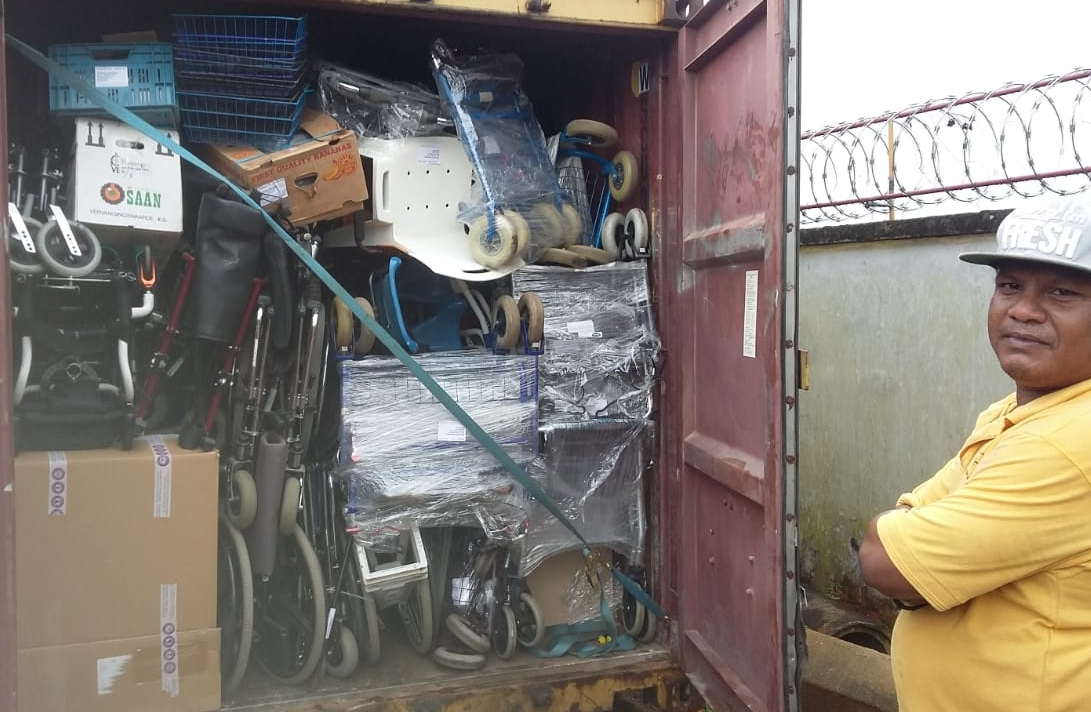 volle Suriname container.jpg