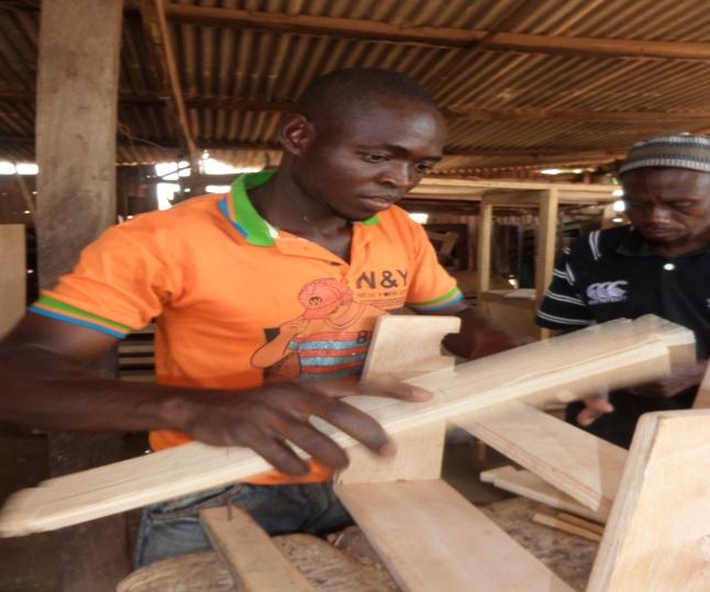 leerling timmeren, Suglo Ghana.jpg