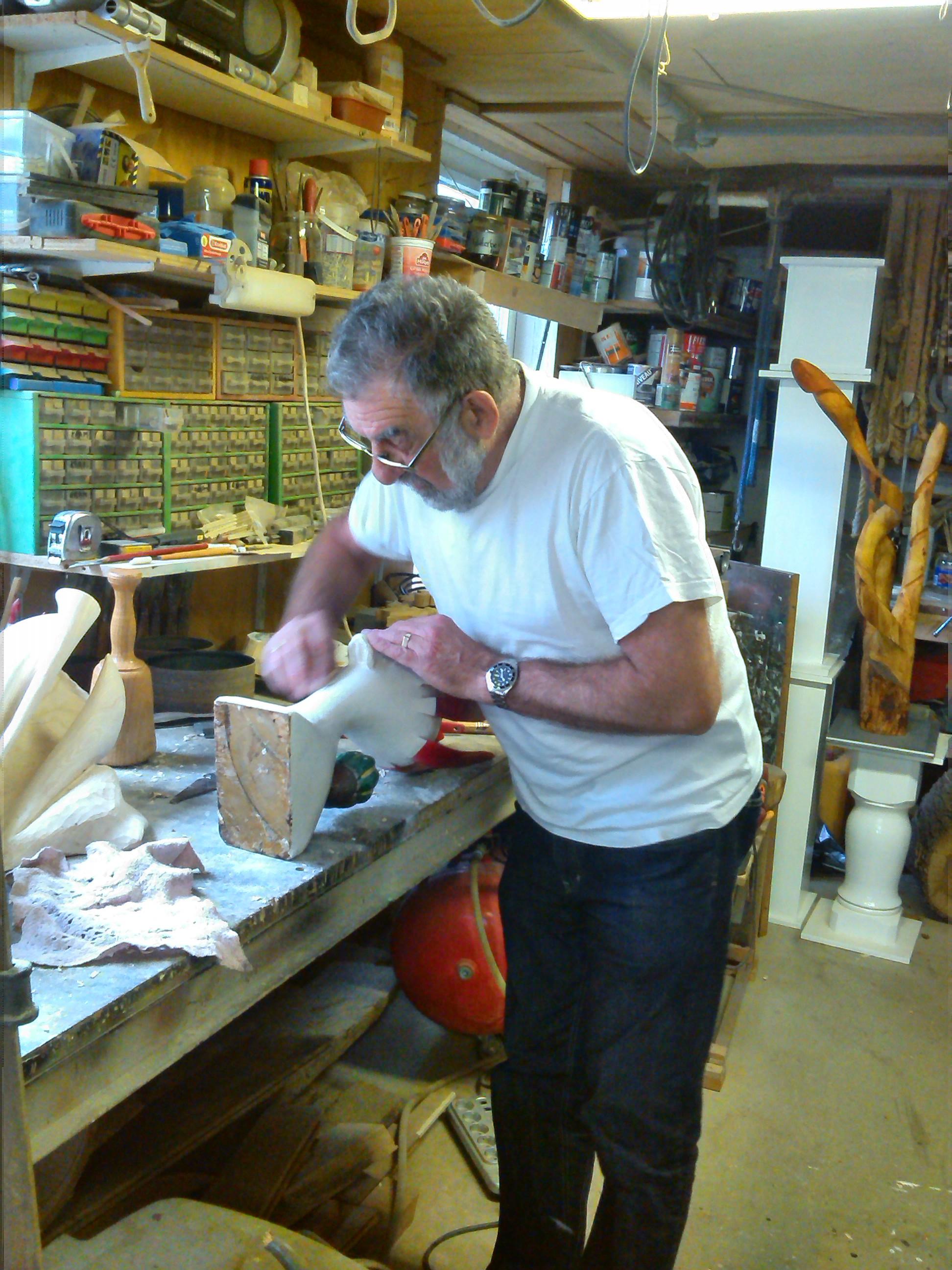 Jan in zijn atelier.jpg