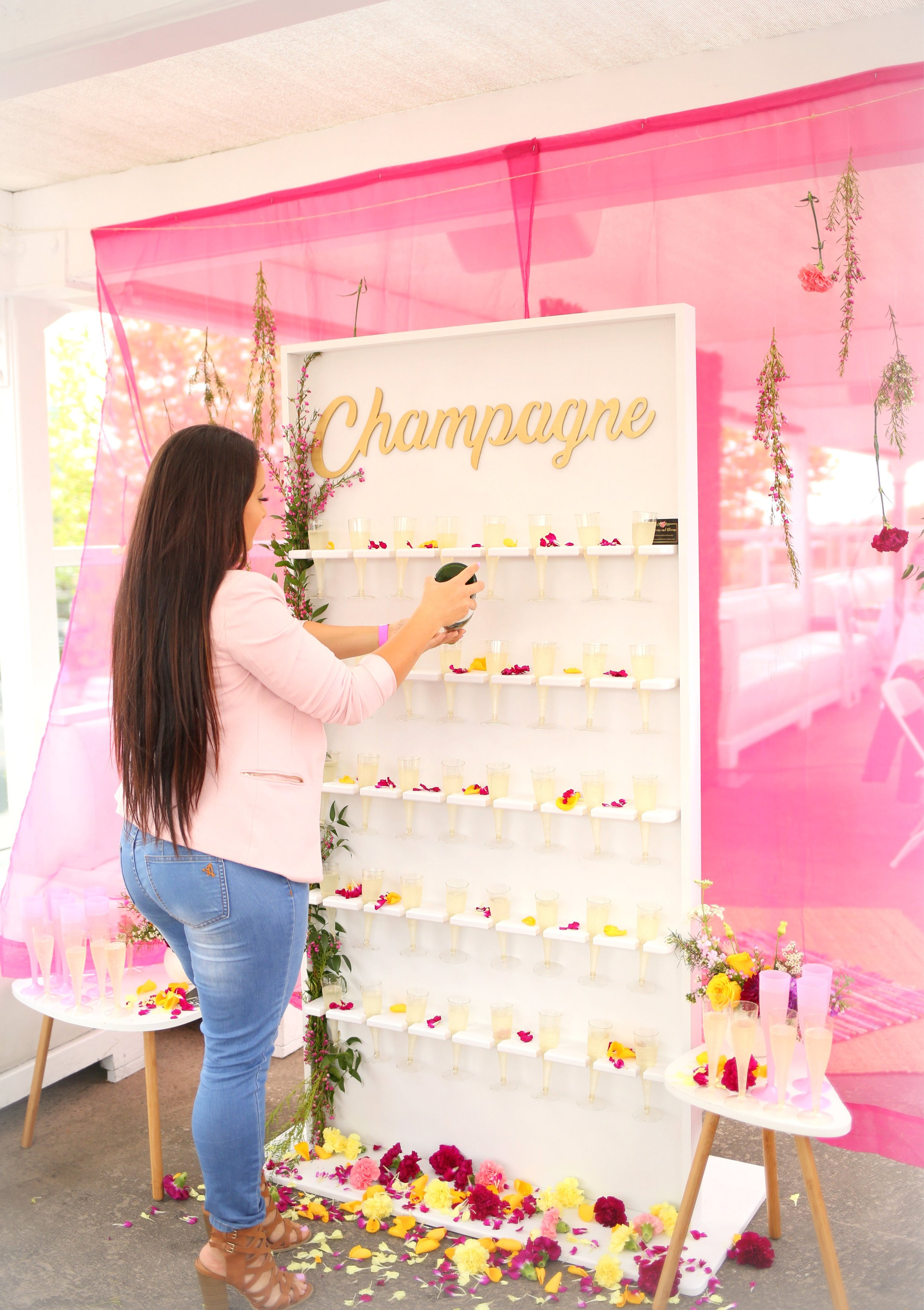 It's not a Mimosas party without the star of the show… Champagne Wall. A flawless collaboration between  Pretty Little Things  and Balloons and Blooms by Monica.