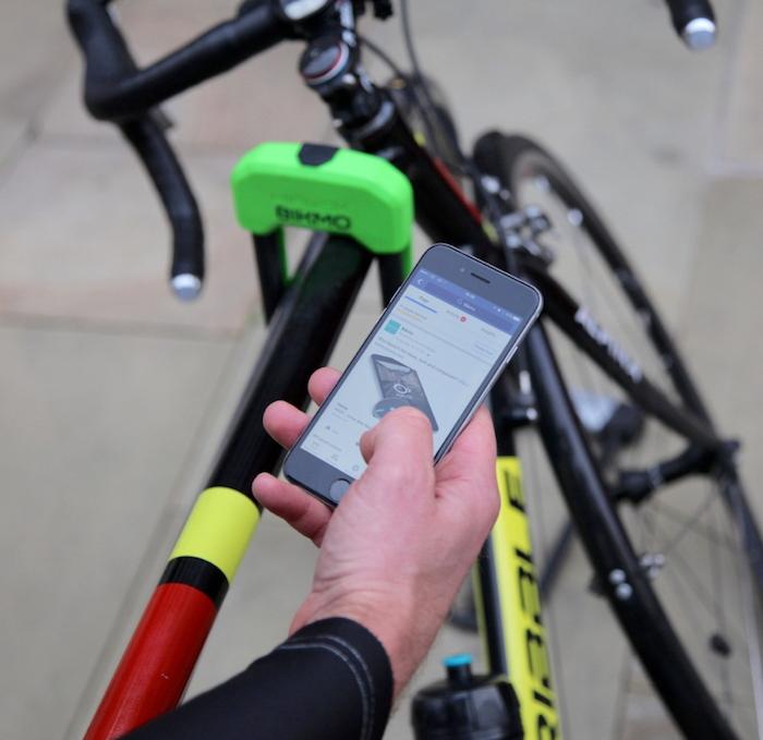 Passe deinen Versicherungsvertrag über dein Smartphone jederzeit an. Selbst beim Biken.