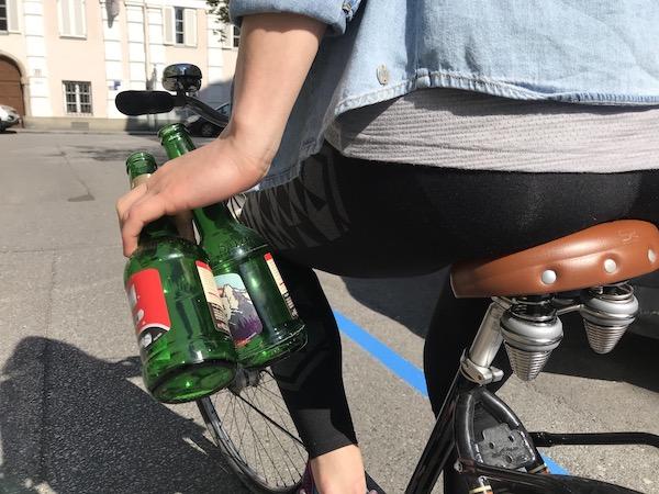 Alkohol beim Fahrradfahren kann schon ab 0,3 Promille zum Verhängnis werden.