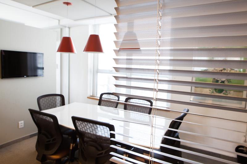 Escritório de coworking com serviço completo e sala de reunião gratis