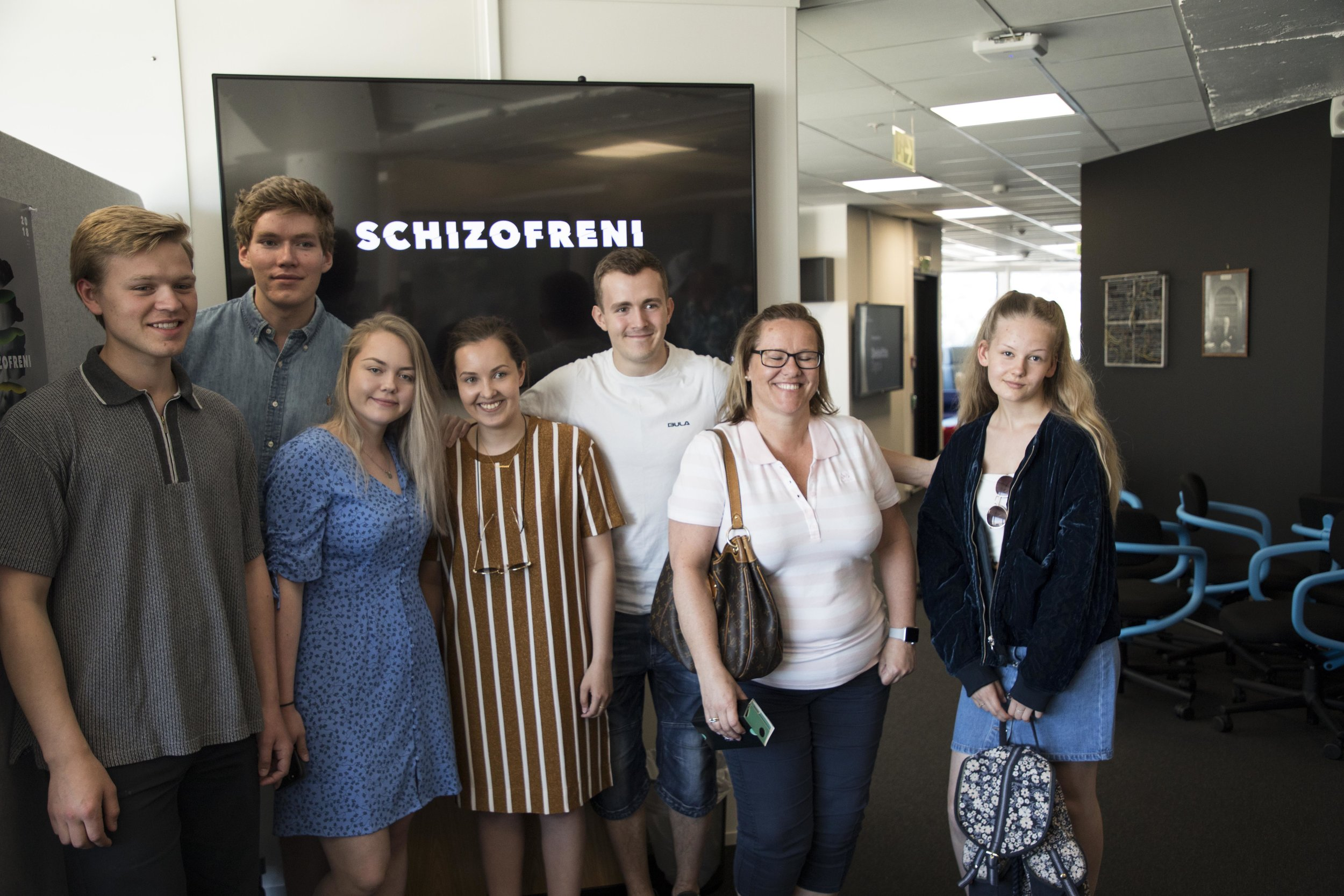 The students behind Schizophrenia are (from the left) Sindre Haveland, Martin Norvoll, Ingvild Vara Hagen, Andrea Iversen Karlsen and Simen Larsen Johansen. The woman and girl to the right were voice actors for the narrative. Photo: Robert Nedrejord