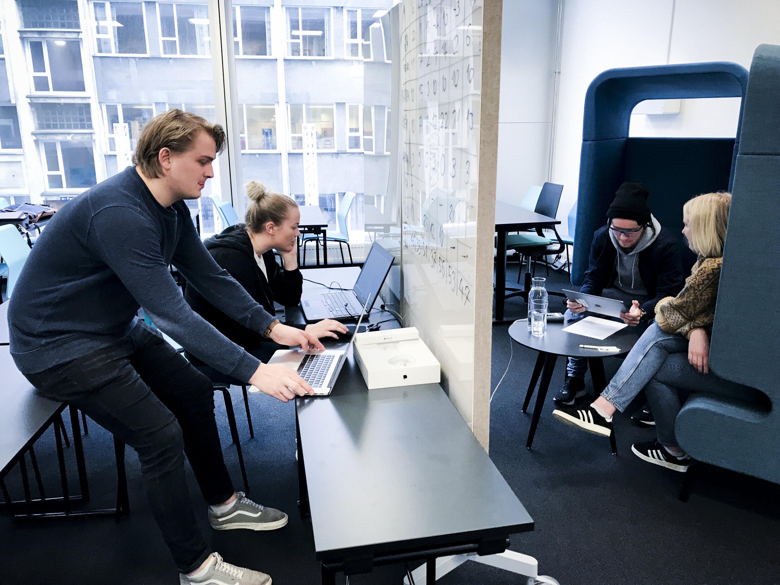 Vegard Opedal, Gina Møller Sandtorv, Fredrik Jensen (lecturer) and Liva Snilstveit Hoem are preparing for an eye-tracking evaluation. Photo: Lars Nyre
