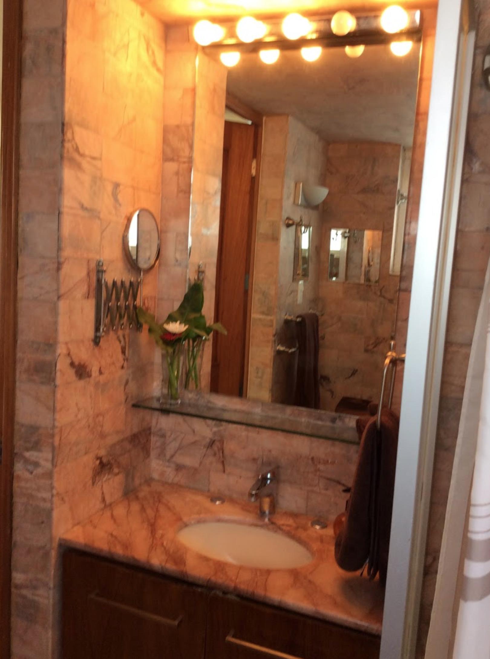 Casa Roa Bathroom.png