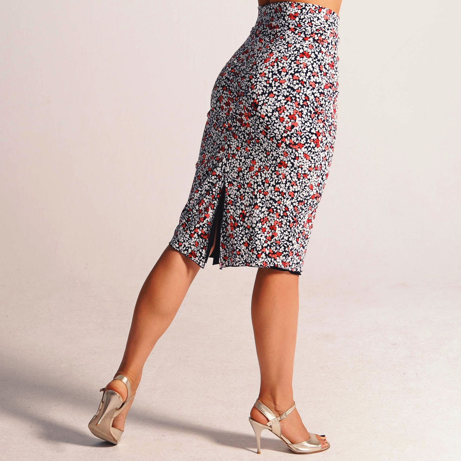 CLARA_reversible_little_floral_tango_skirt.JPG