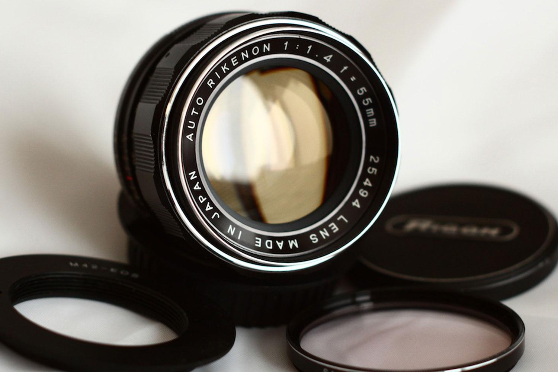 Rikenon 55mm f1.4 by Joel Peregrine. ( source )