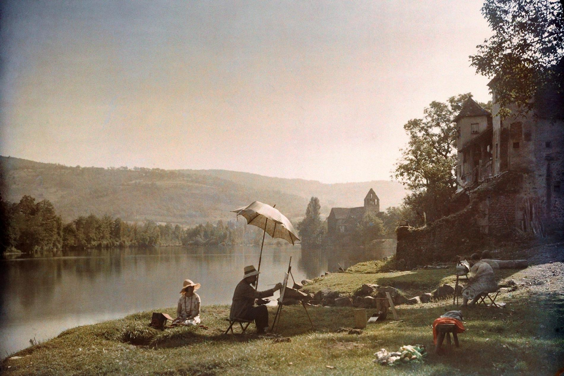 Artists paint on the banks of Dordogne River near Beaulieu, France, in 1925.