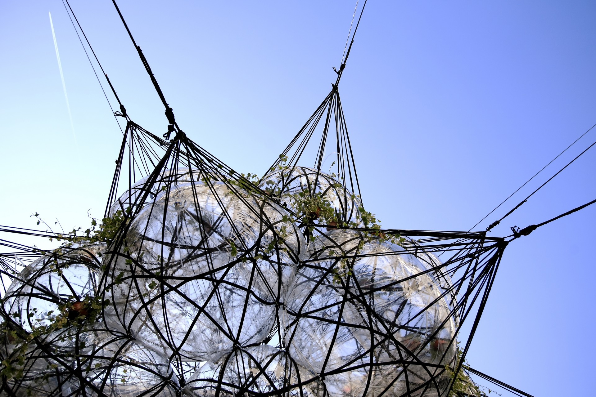 Tomás Saraceno, Biosphere MW32/Flying Garden/Air-Port-City, 2007. Installation view: Sharjah Biennial 8, United Arabs Emirates. Courtesy: Tomás Saraceno; Tanya Bonakdar Gallery, New York; Andersen's Contemporary, Copenhagen; Pinksummer Contemporary Art, Genoa. © Photography by Marco Rokma