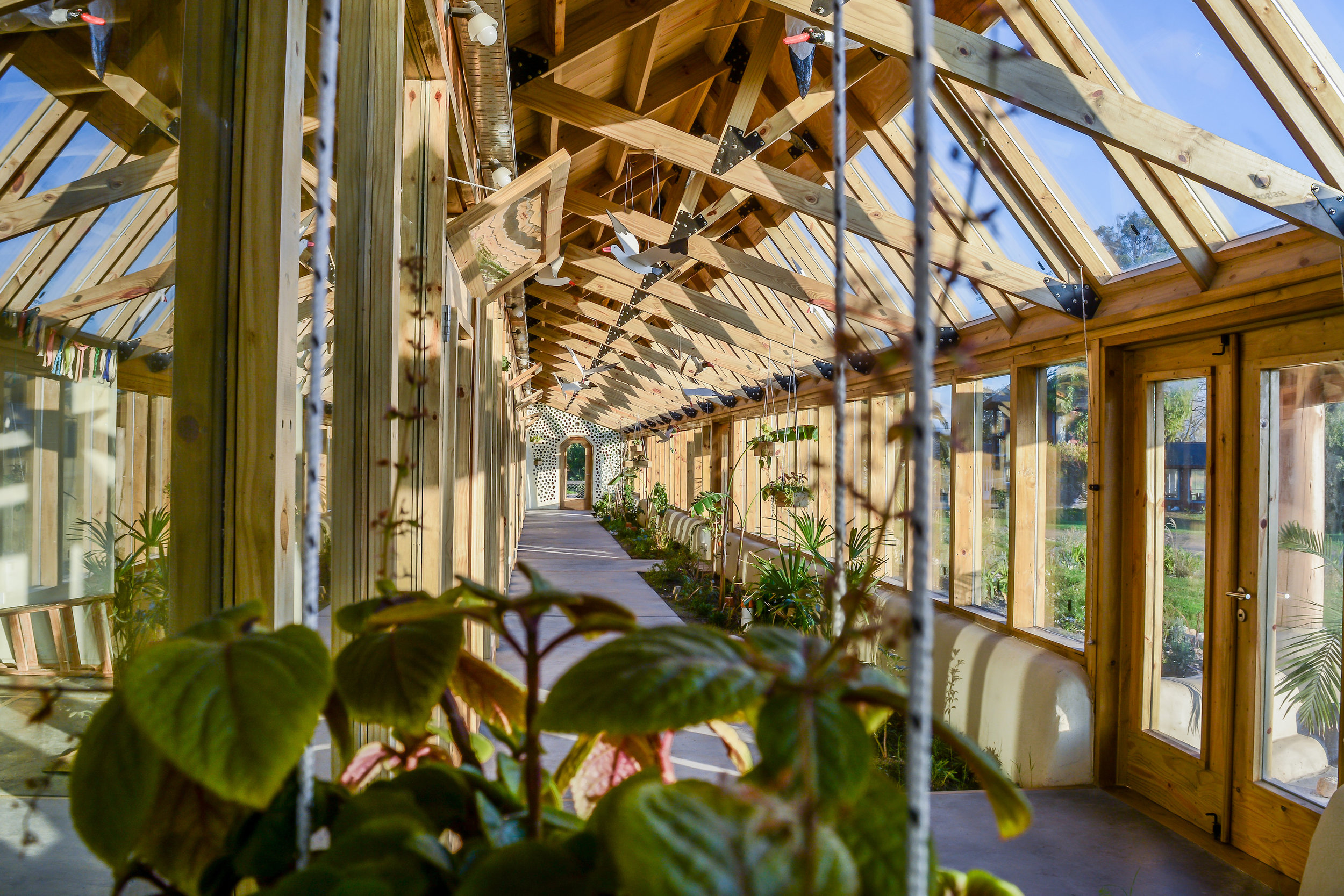 Una Escuela Sustenable: a sustainable school in Buenos Aires, Argentina, that was built using the Earthship philosophy.