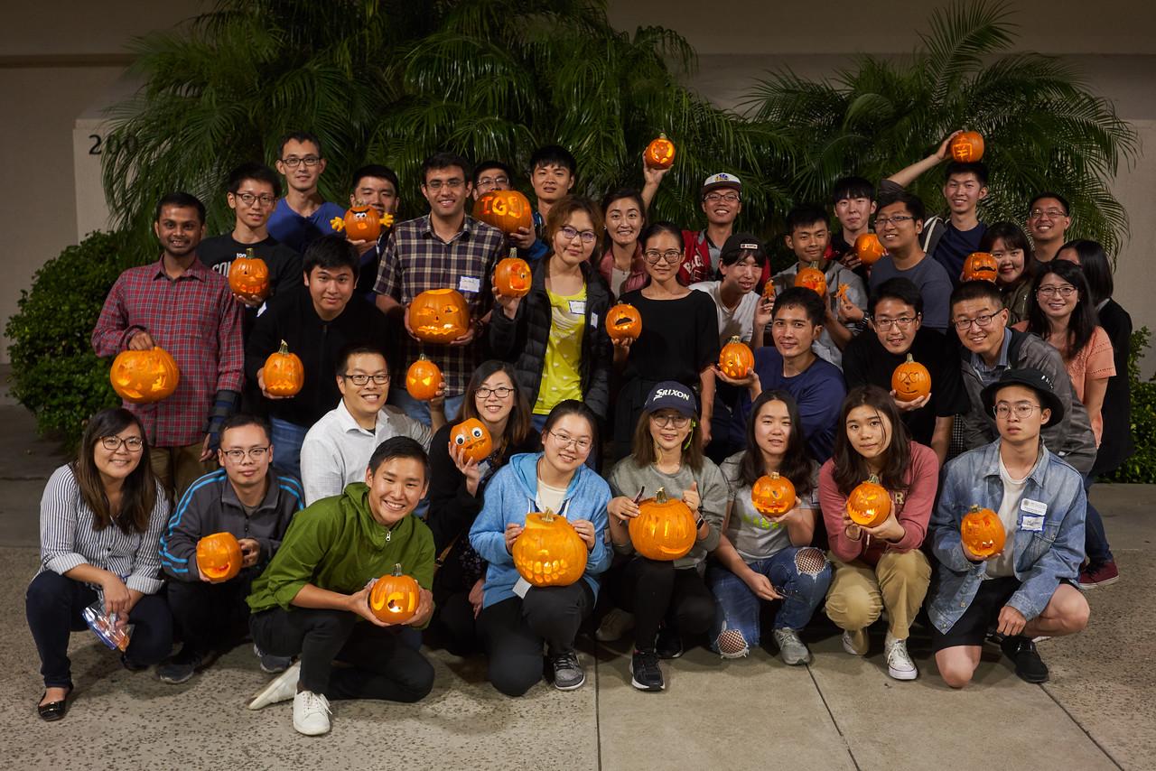20181026-igsm-pumpkin-carving-017-X2.jpg