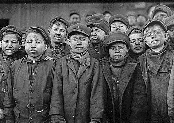 Childlabourcoal_1912US_LewisHine.jpg