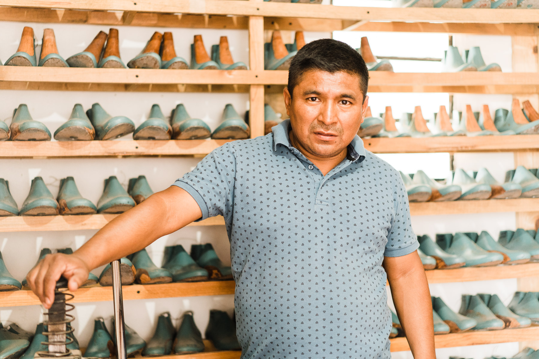 - Two generations passed in which in the town of Pastores - if it's not 100%, I think at least 95% - of the population knew how to make boots. The entire town of Pastores knew how to make boots.- Horacio, Shop Manager, Adelante