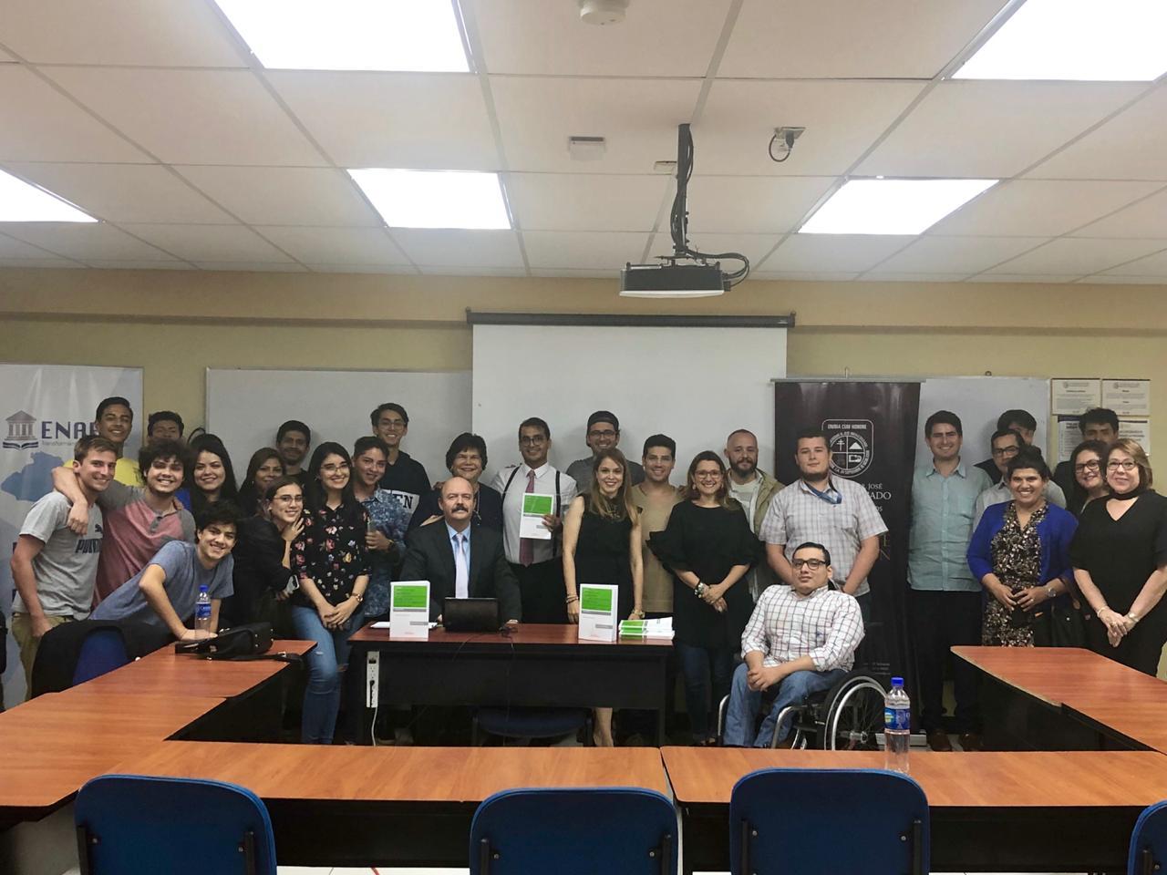 Parte de la audiencia del evento de la Universidad José Matías Delgado