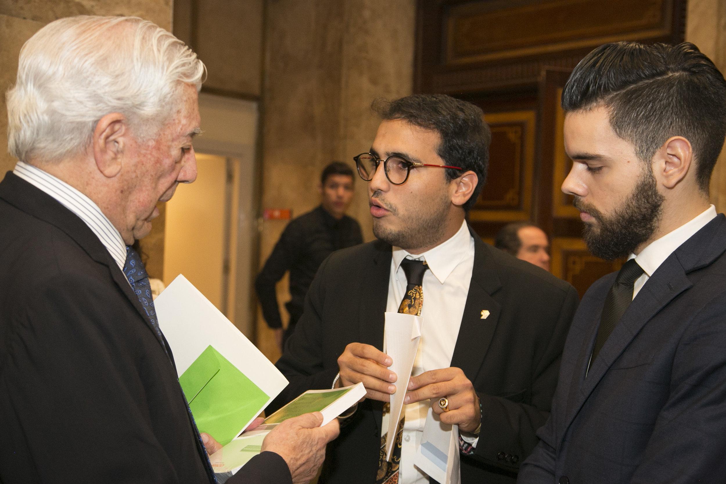 Encuentro con Vargas Llosa  HD09.jpg