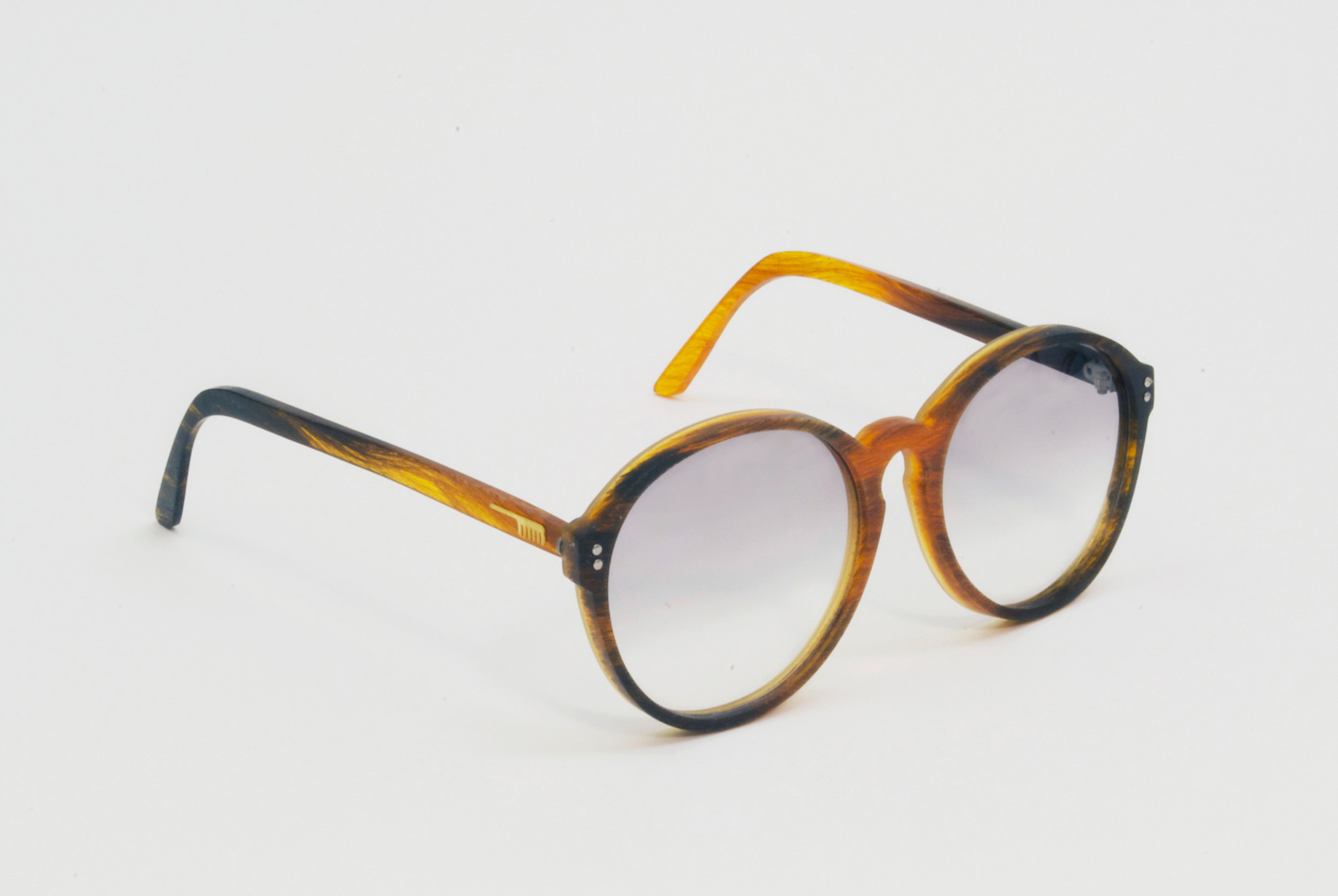 The series of 'Hair Glasses' was demonstrated in the London Fashion Week and drew a great attention from the fashion world.