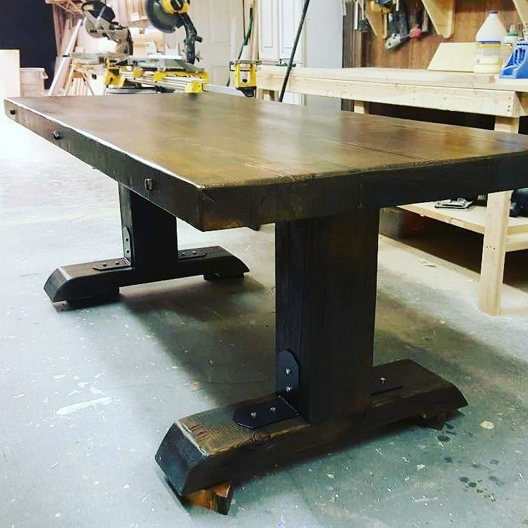 Farm style - This style is made using reclaimed and rustic wood and it can be matched with beautiful wooden bases.