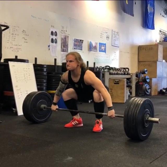 Megan's looking good heading into AO Finals next weekend!! 🏋️♀️ 82 kg snatch/110 kg C&J/192 kg total on Singlet Saturday - Let's GOOOOO!! @eastcoastgoldwl @phillysab @tottentraining #chasingmedals #girlswholift #northdallasbarbell