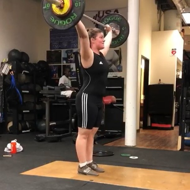 Margaret had a fantastic Singlet Saturday this weekend 😁 43 kg snatch PR (+5), 50 kg C&J, and Clean PR (with fight!) & C&J gym-make at 53 kg 💪💪 Looking forward to seeing her lift at the Winter Slam & Jam ❄️🏋️♀️❄️ #girlswholift #olympicweightlifting #northdallasbarbell @cantpeteverycat