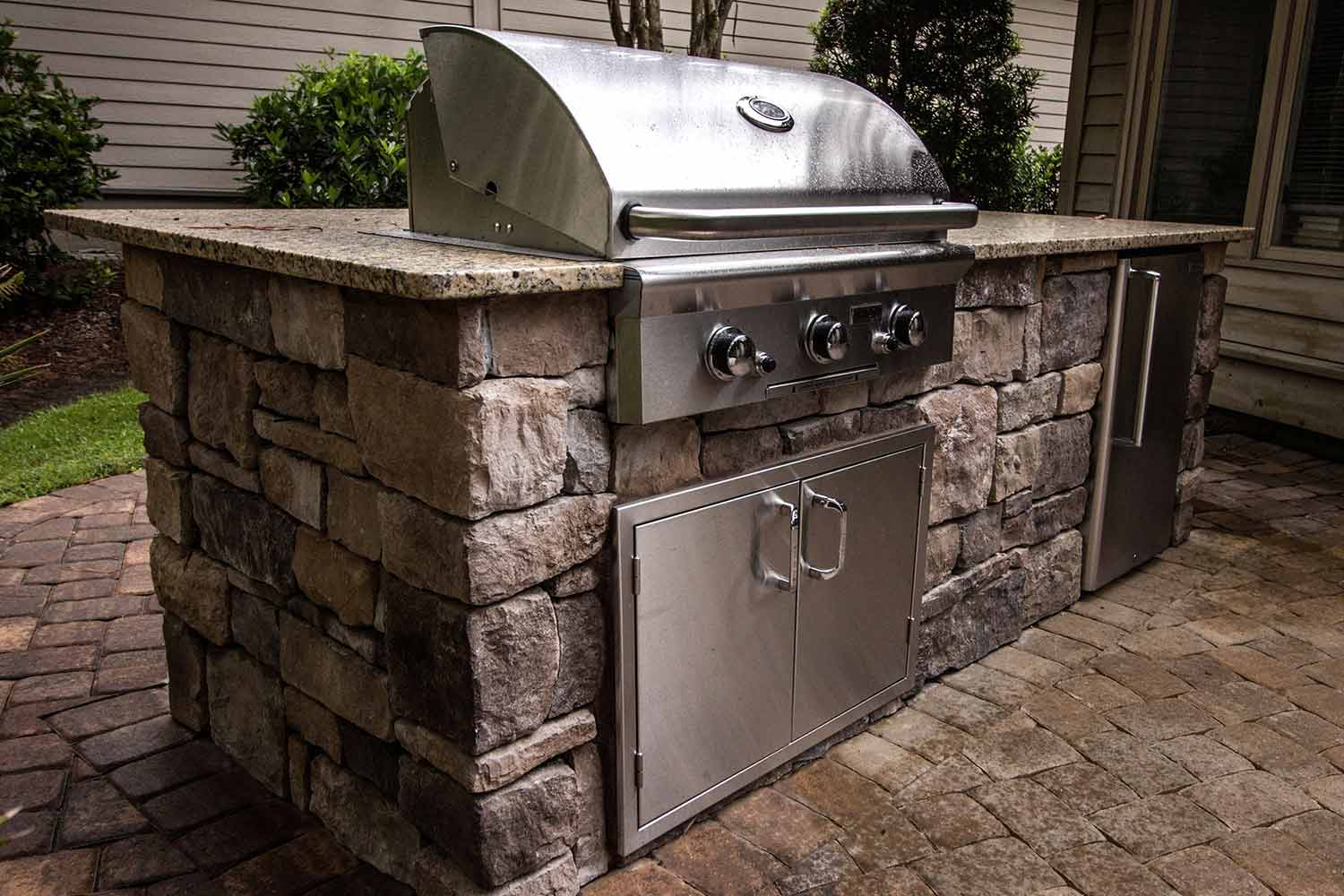 Outdoor Kitchen RESOURCES:  - CountertopsKitchen FacingOutdoor Kitchen InstallationOutdoor CabinetsGrills And Accessories