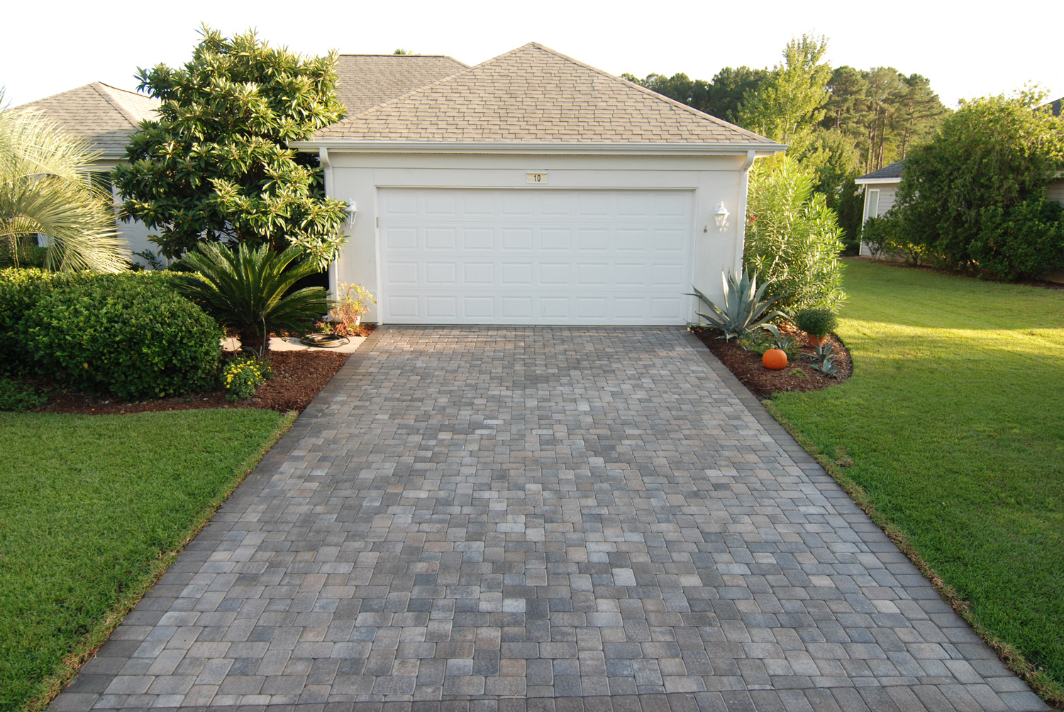 T-Pattern - The T-pattern is a pattern made up of two sizes, most commonly, a 6X6 and 6X9 paver. This pattern when laid creates an alternating T or I, depending on how you are viewing the pavers.
