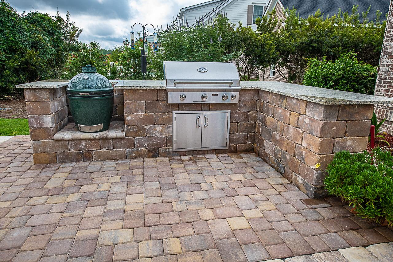Custom Outdoor Kitchen Installation & Design