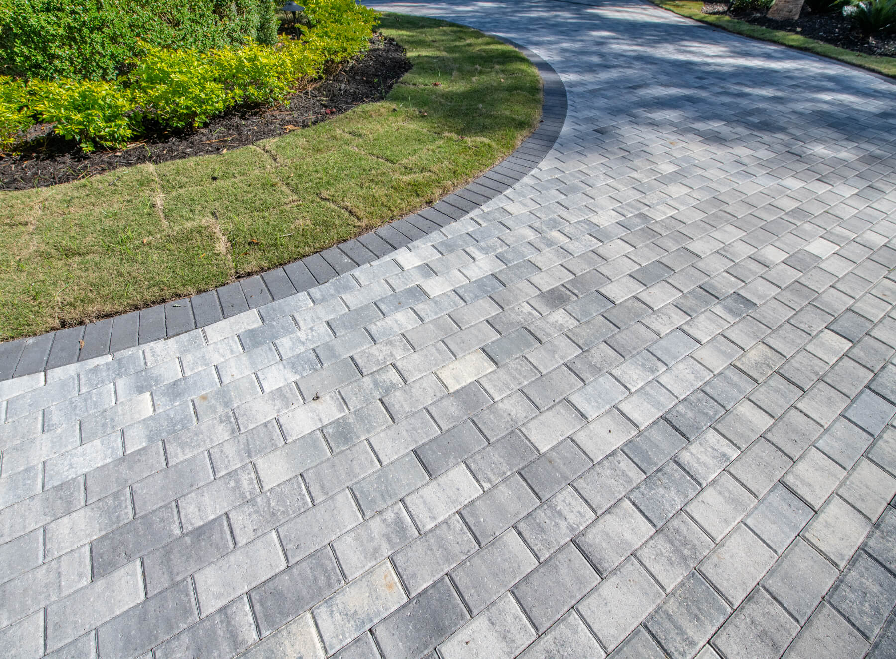 Running Bond - One of the simplest patterns to lay. The pavers are laid in rows, running in the same direction, end to end. Simple & Classic!