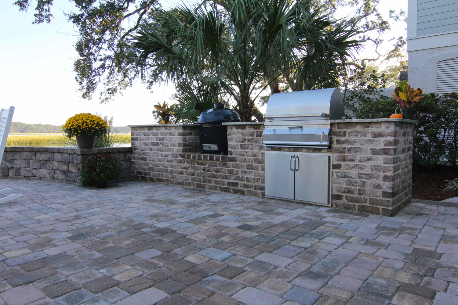 Old Savannah Grey, stone built outdoor kitchen design on Hilton Head Island, SC.