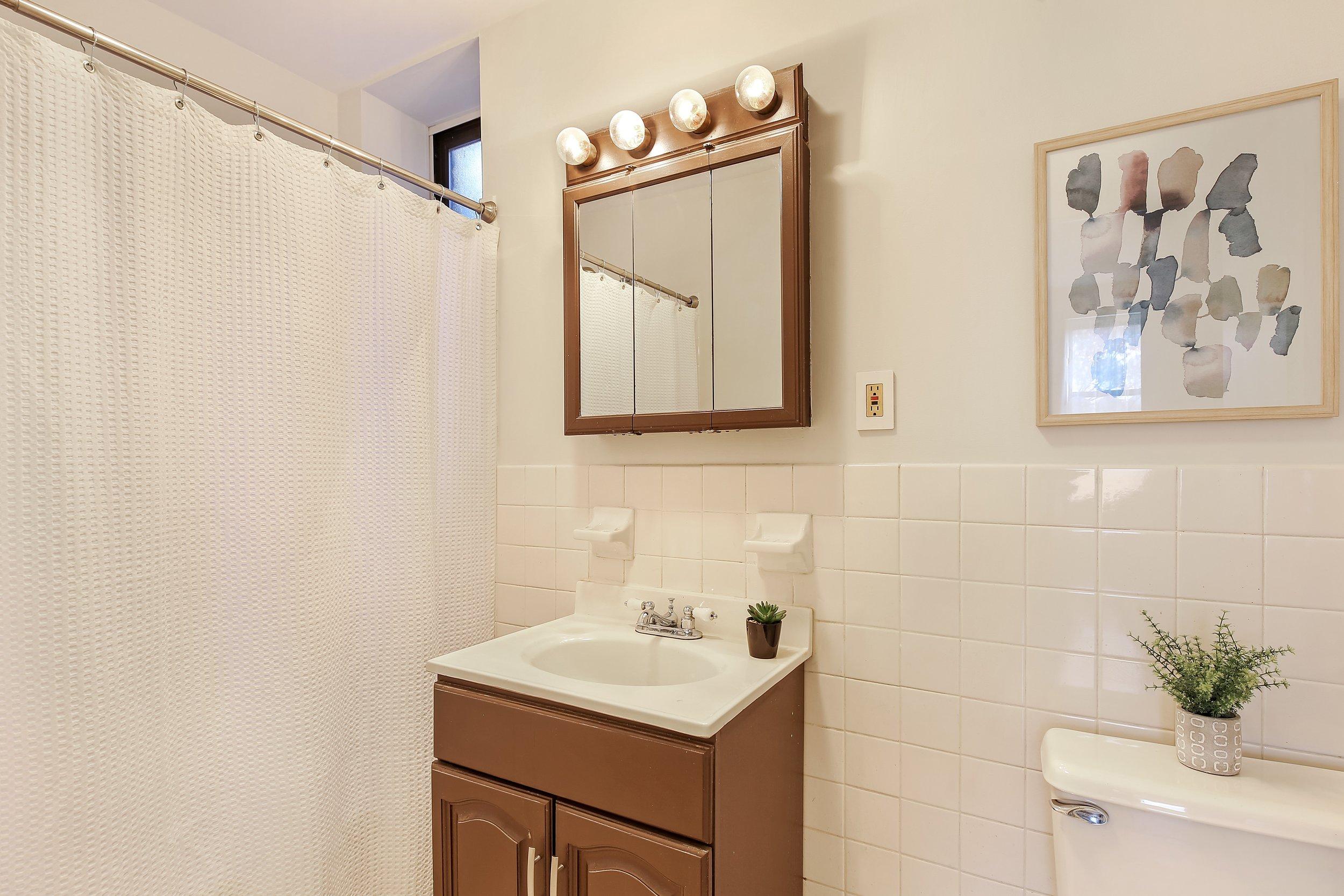 6_83UnderhillAvenue_4A_8_Bathroom_HiRes.jpg
