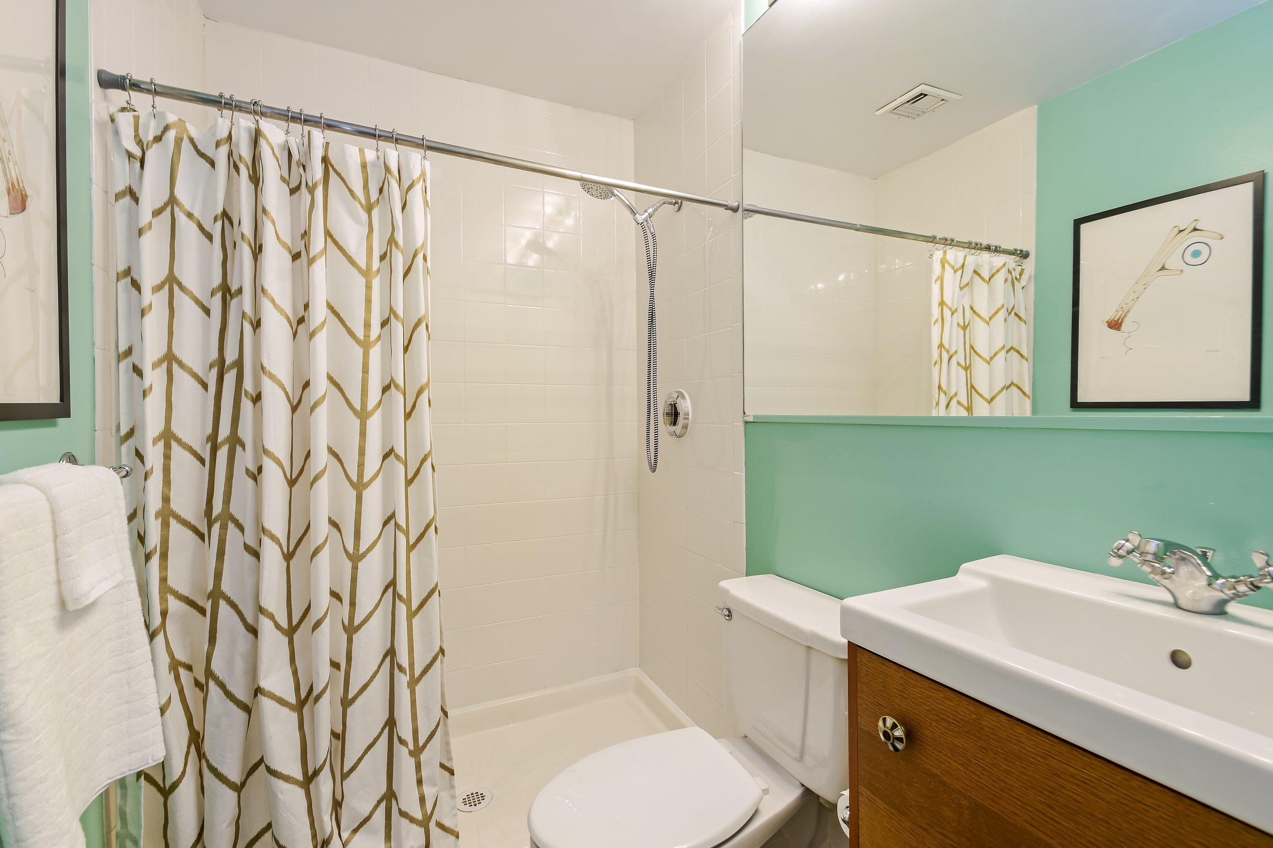 13_372DeKalbAvenue_5H_8_Bathroom_HiRes.jpg