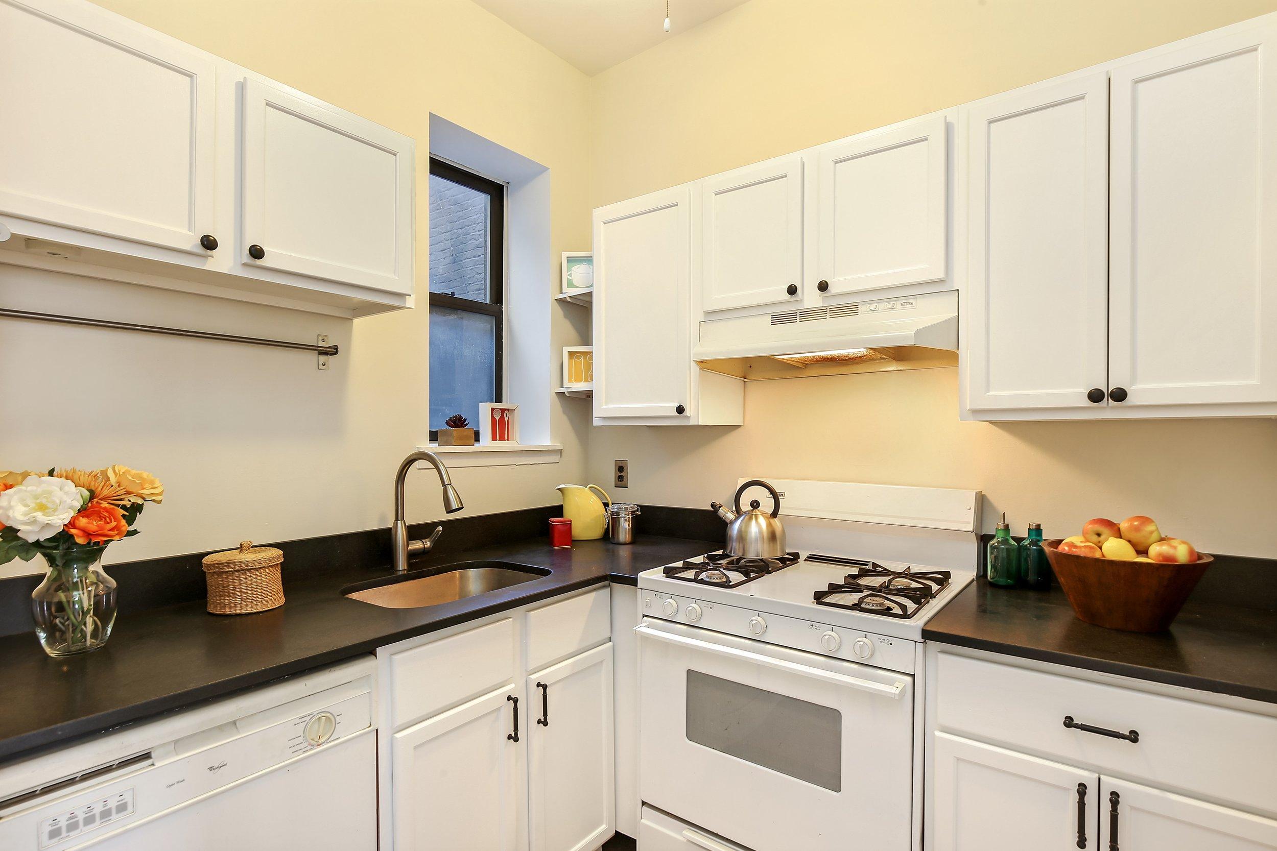 2_83UnderhillAvenue_4A_5_Kitchen_HiRes.jpg