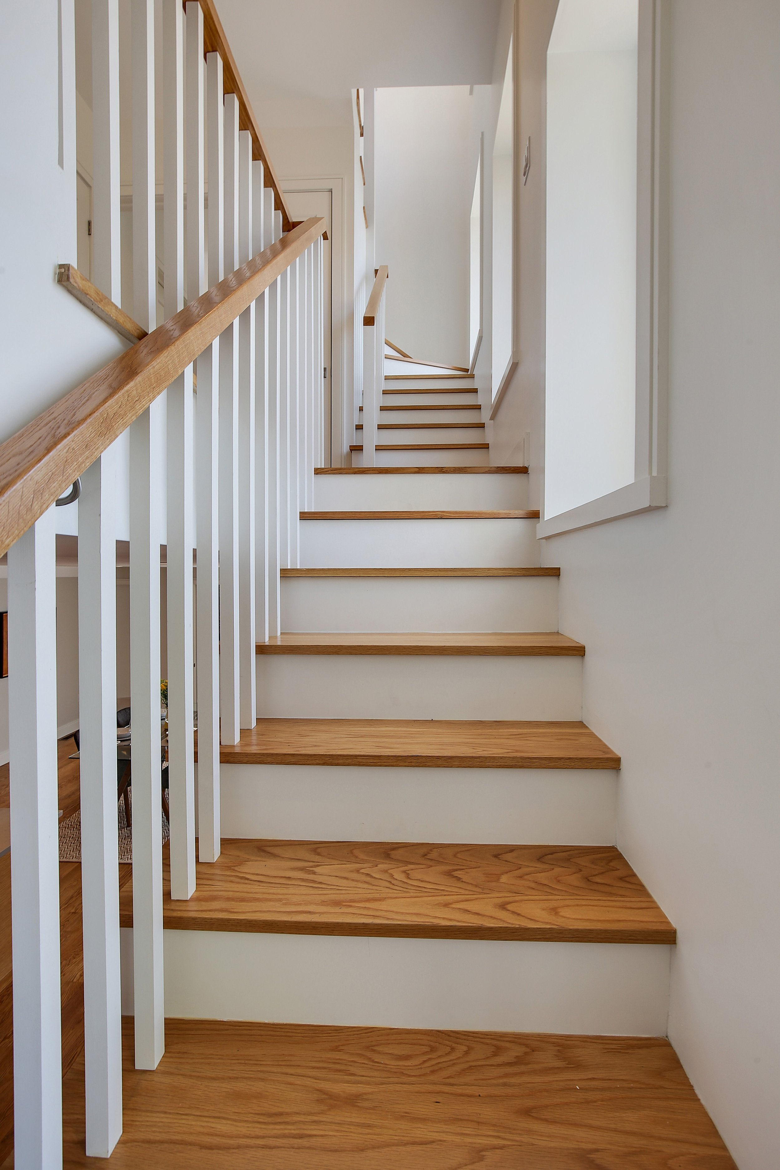 07_90LuquerStreet_null_68_Staircase_HiRes.jpg