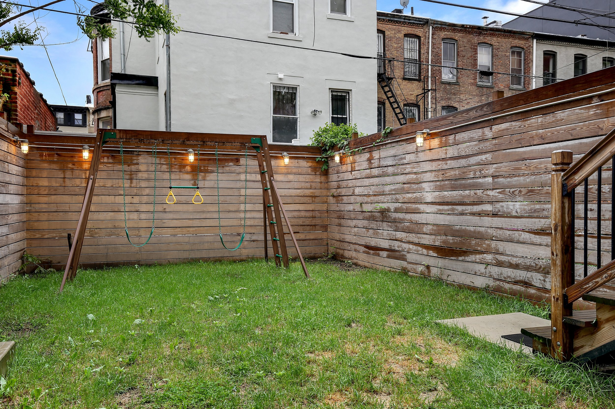 17_188VanBurenStreet_null_26_BackYard_HiRes.jpg