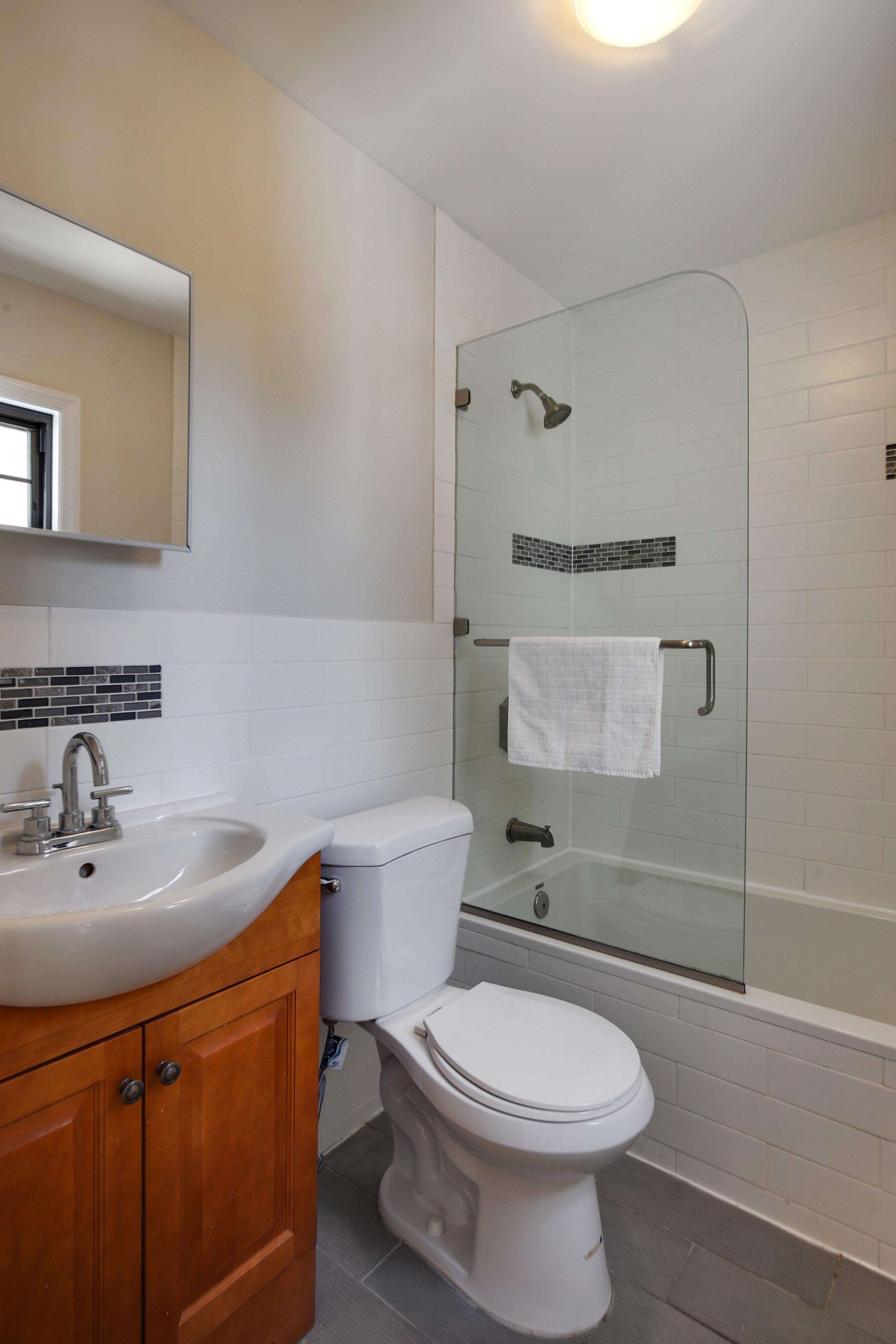 11_28418thStreet_null_8_Bathroom_HiRes.jpg