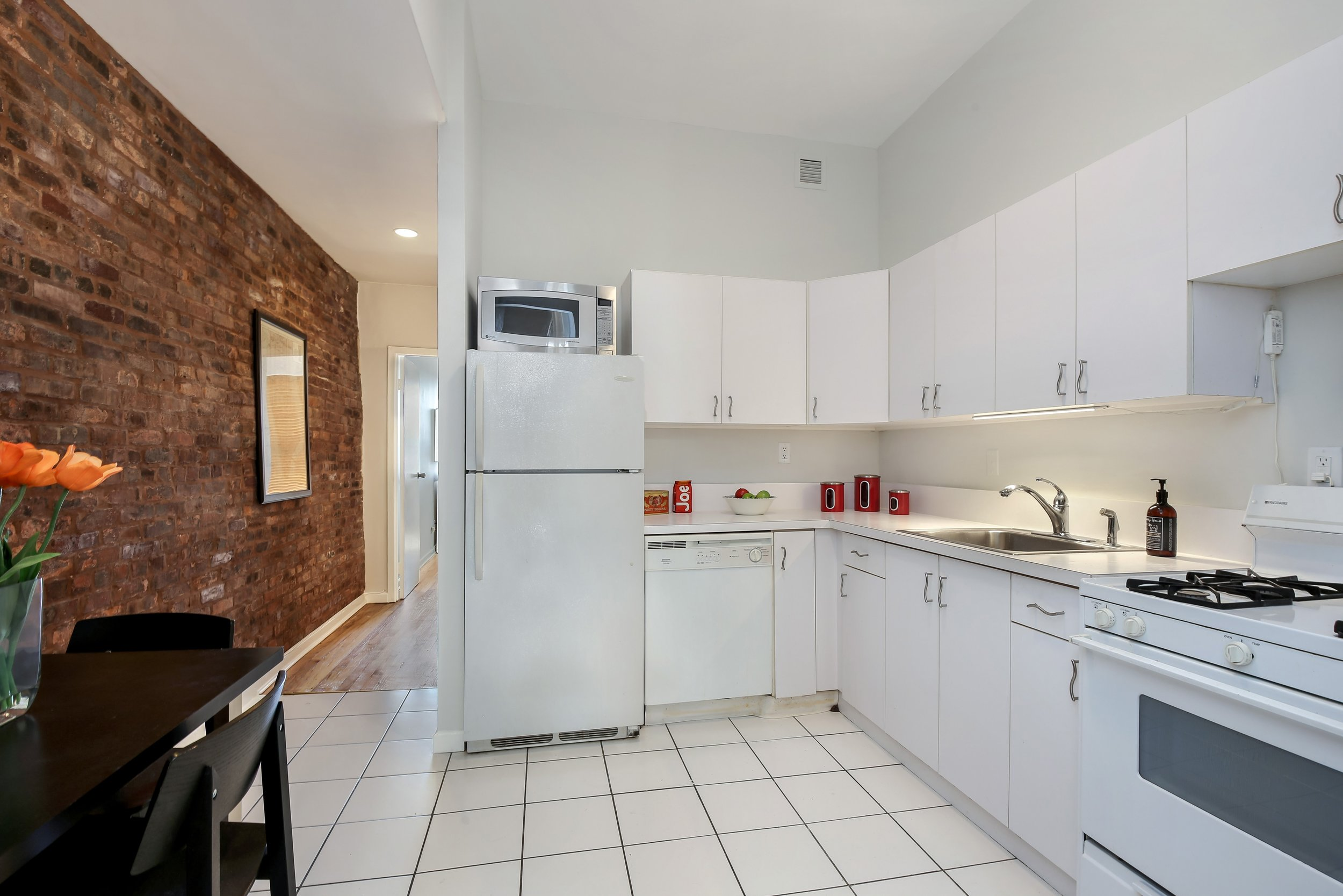 3_132SaintMarksPlace_4L_5_Kitchen_HiRes.jpg