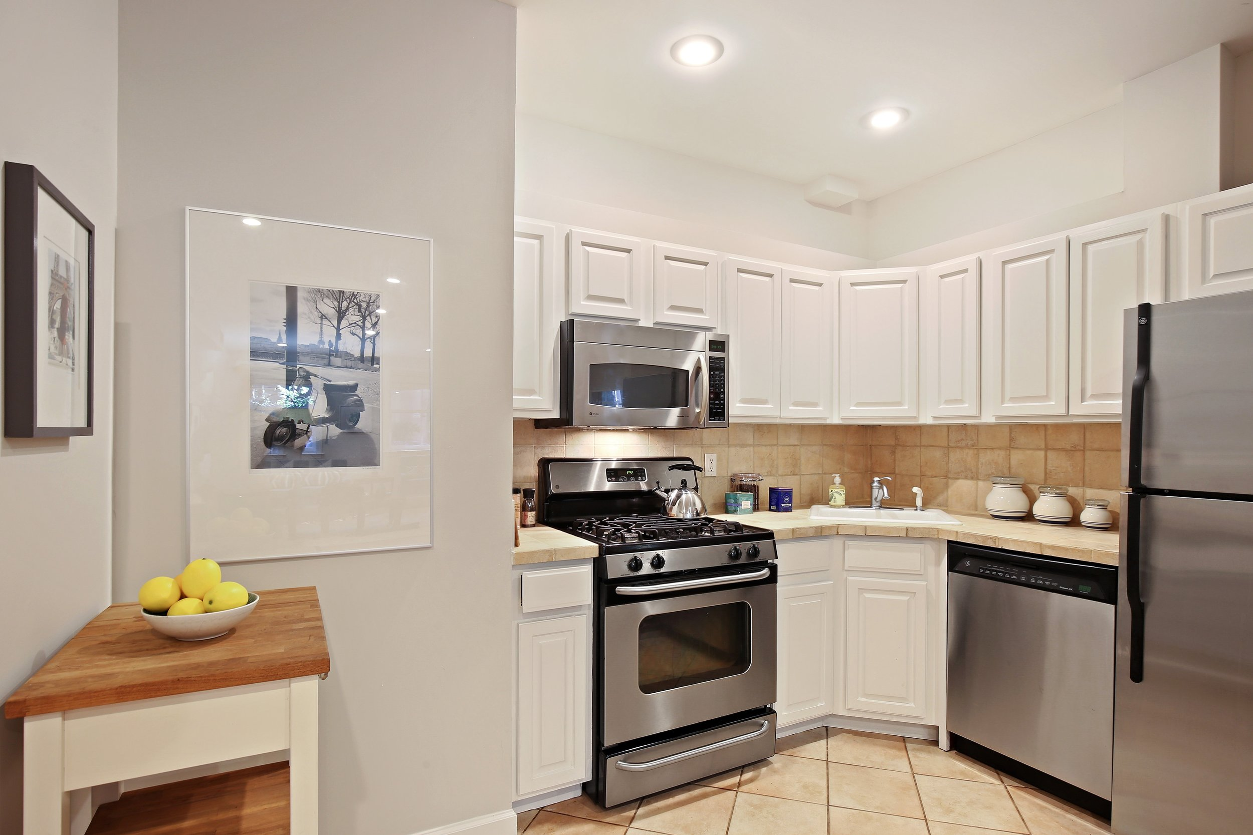 04_35SouthElliottPlace_A_5_Kitchen_HiRes.jpg