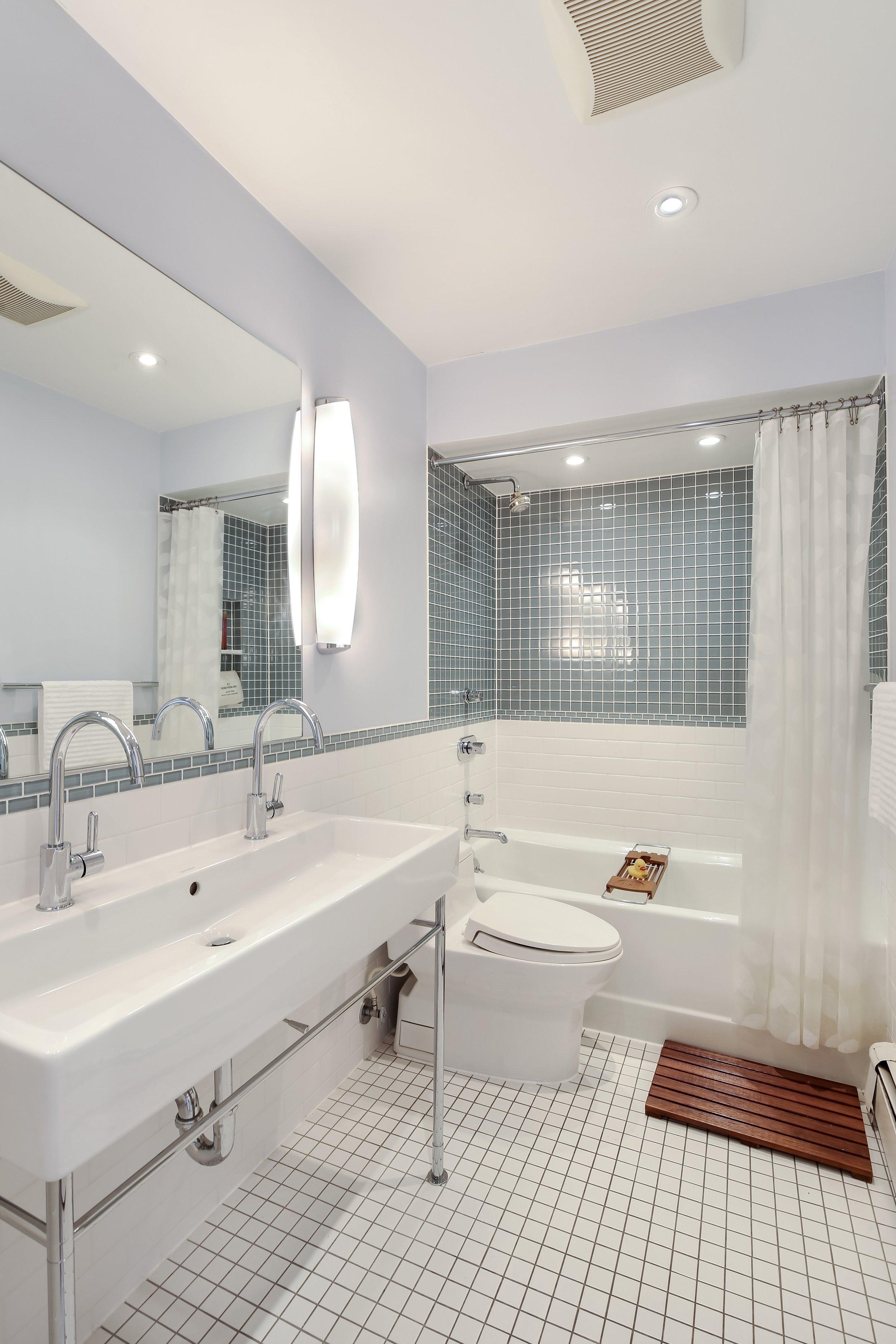 10_90SaintMarksAvenue_3_8_Bathroom_HiRes.jpg