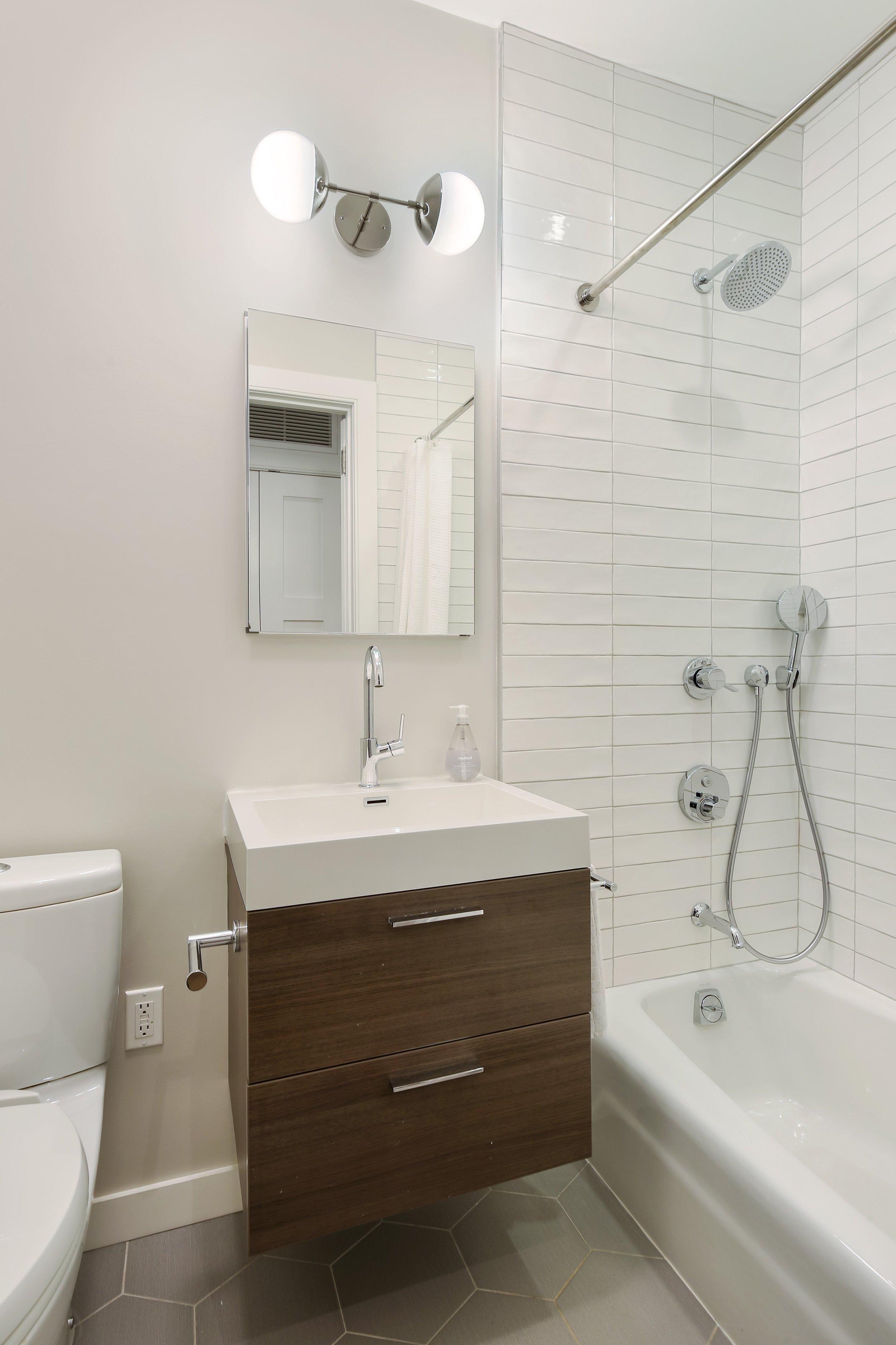 09_33SaintMarksAvenue_1_8_Bathroom_HiRes.jpg