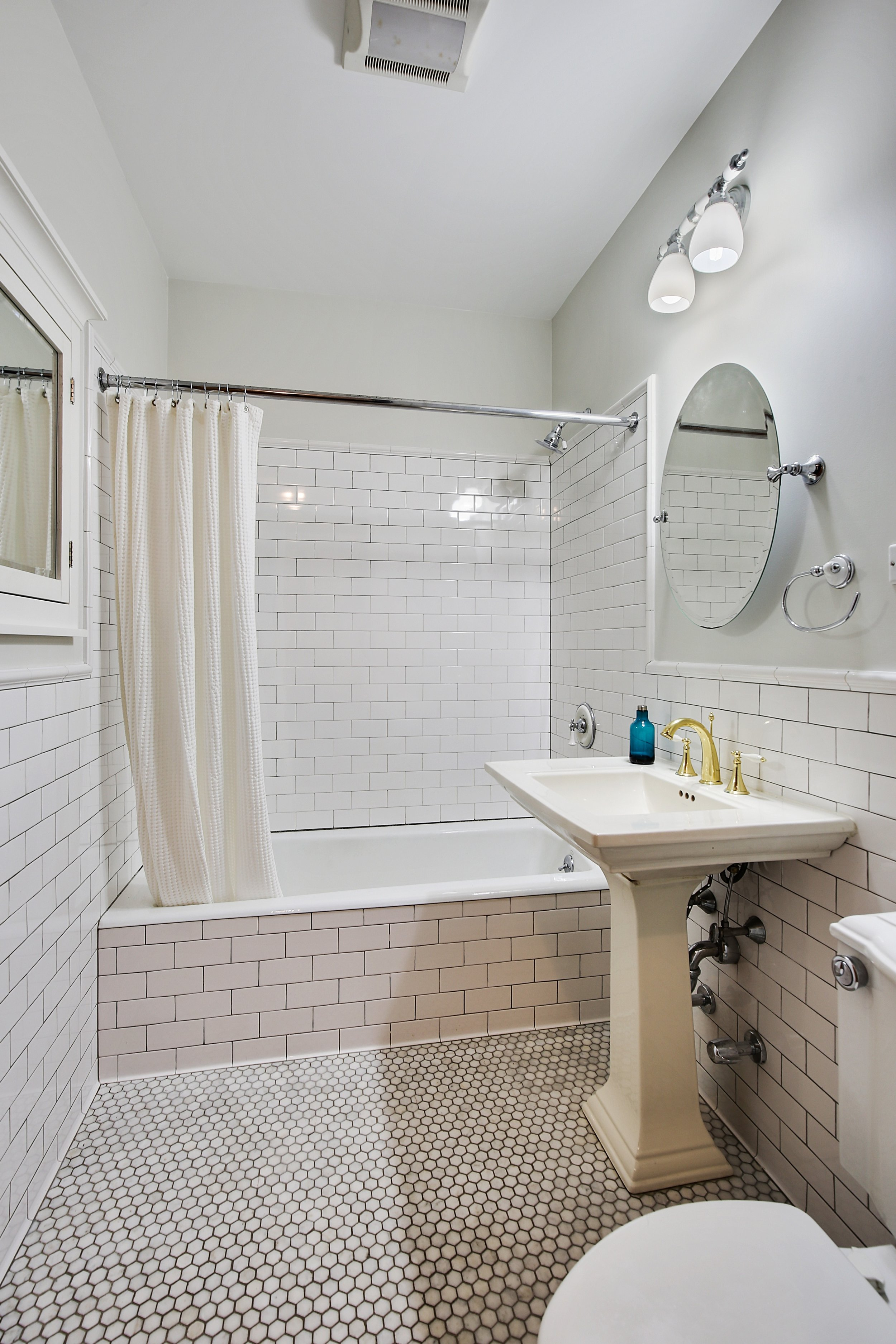 6_168WashingtonPark_2_8_Bathroom_HiRes.jpg