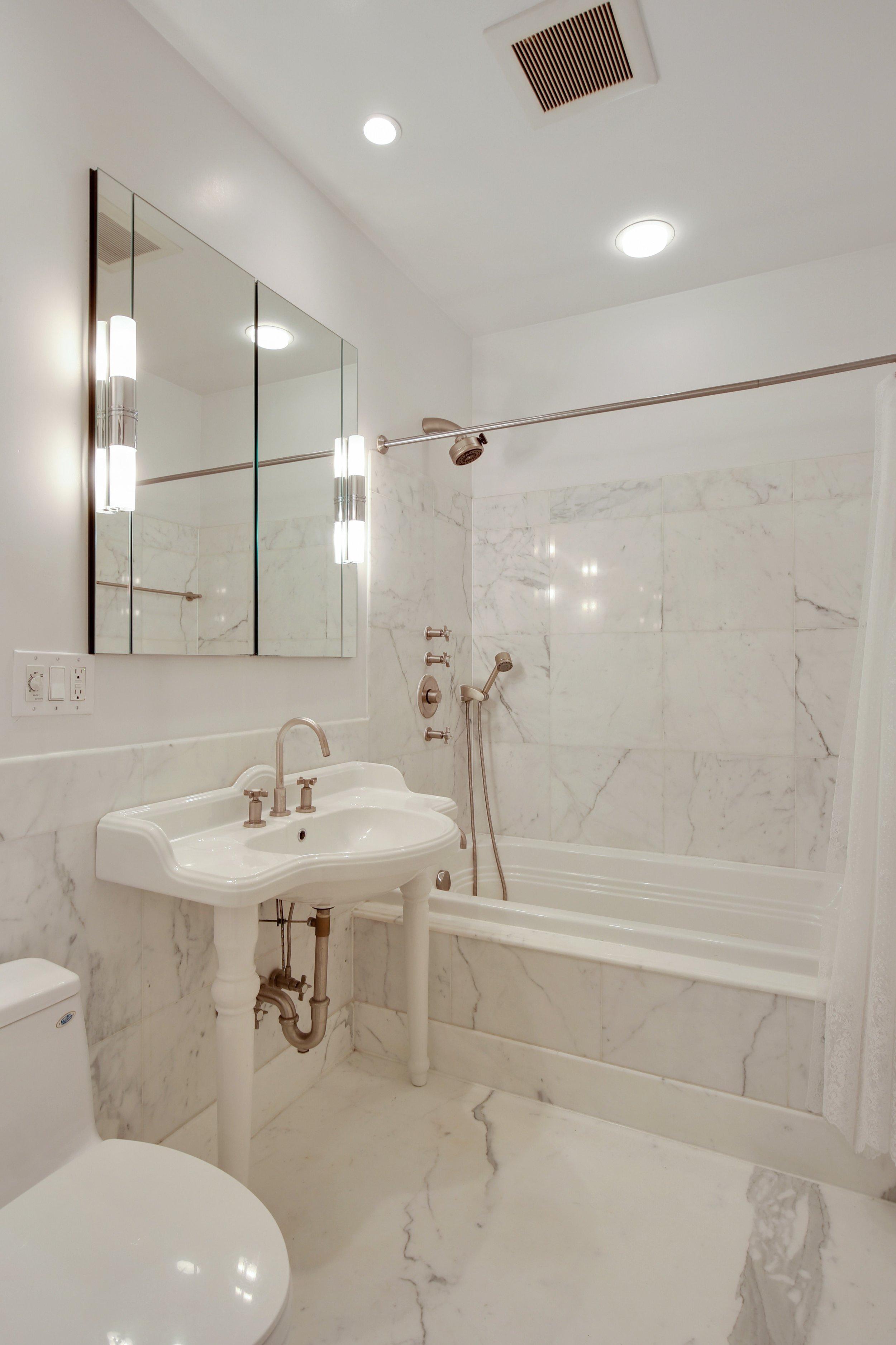 8_4SouthPortlandAvenue_5_8_Bathroom_HiRes.jpg