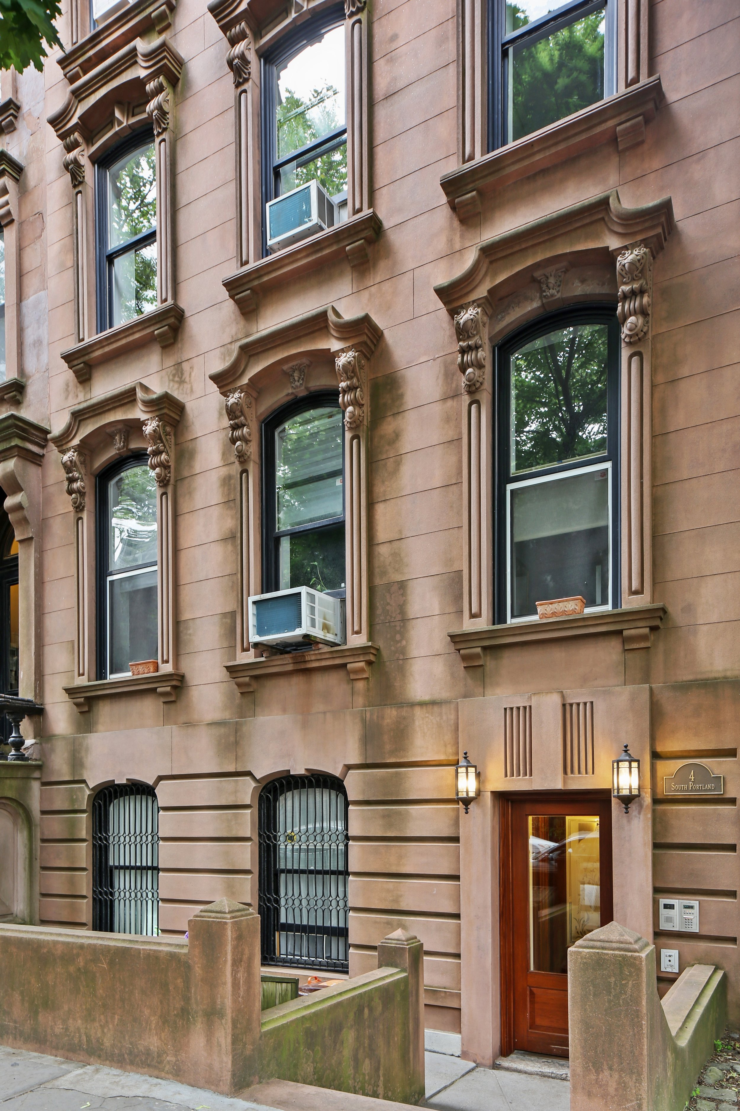 9_4SouthPortlandAvenue_5_57_FrontView_HiRes.jpg