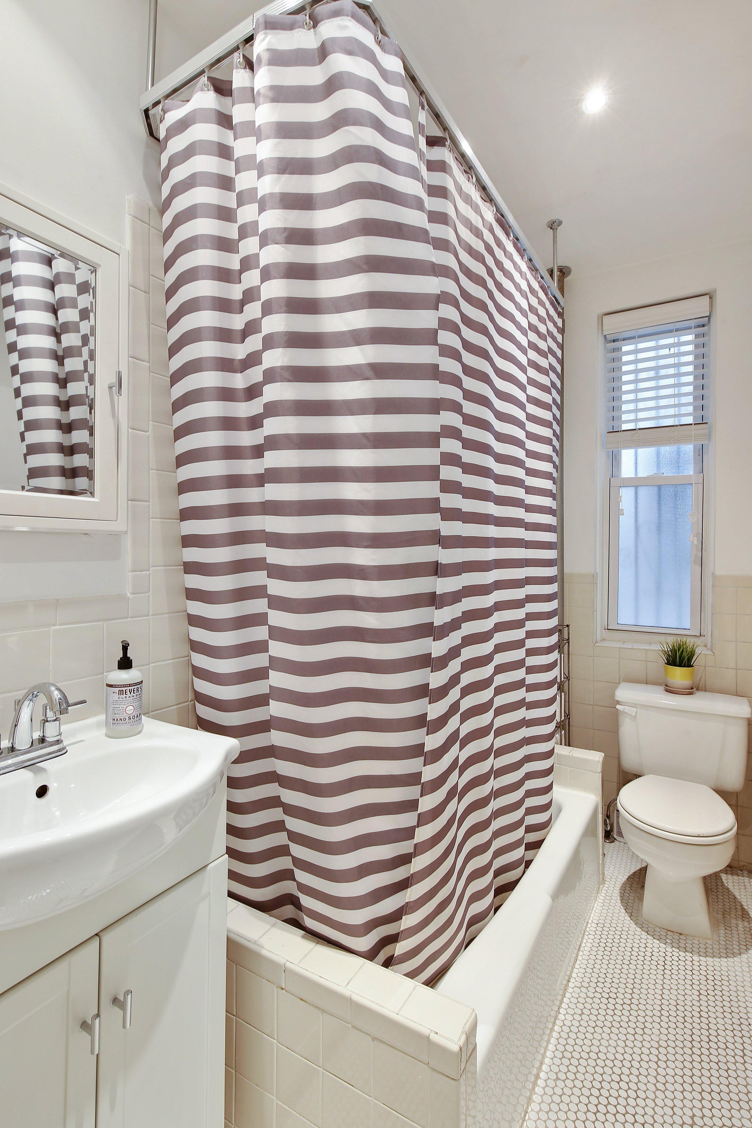 08_41115thStreet_D_8_Bathroom_HiRes.jpg