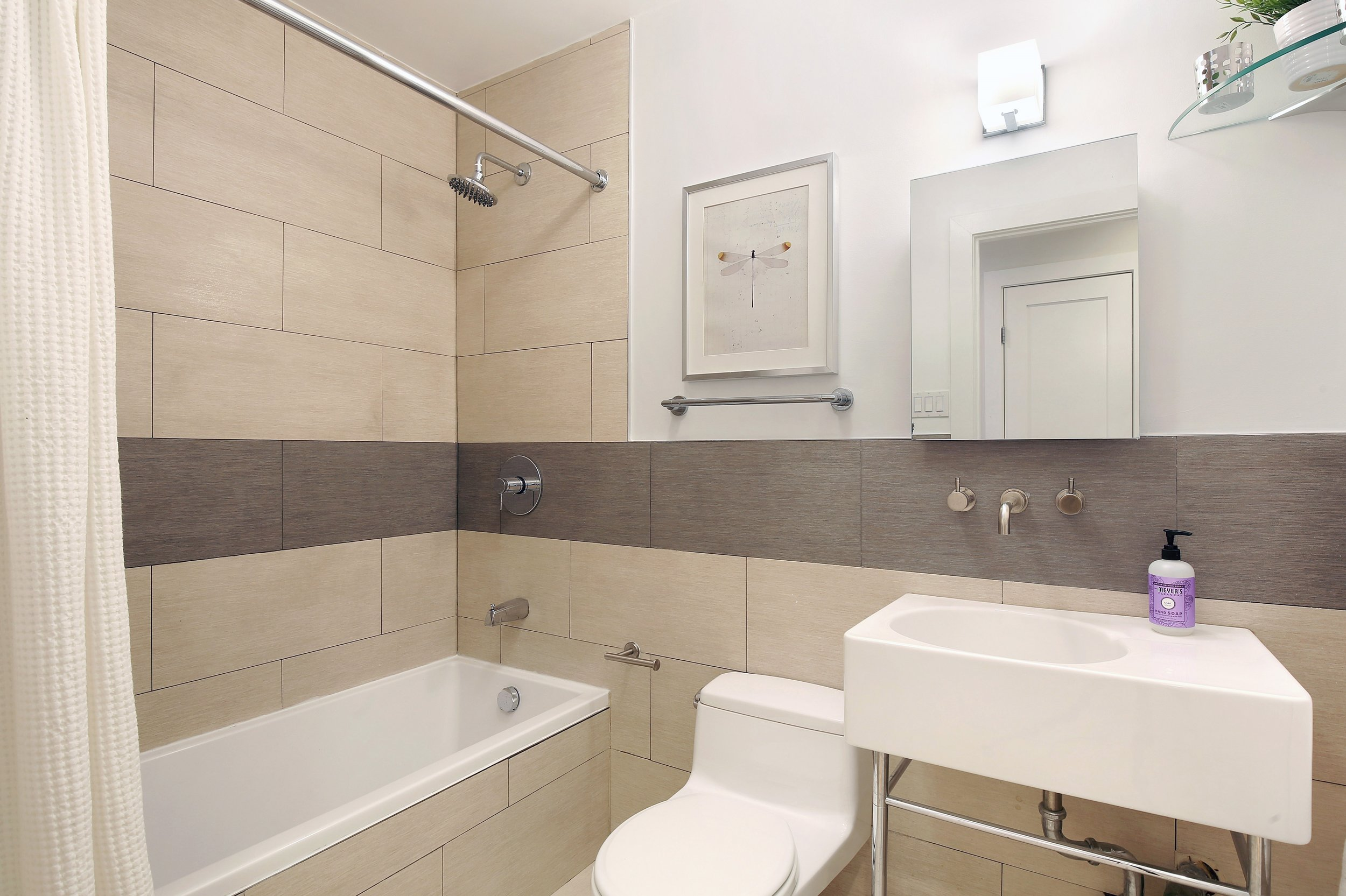 06_321UnionStreet_3B_8_Bathroom_HiRes.jpg