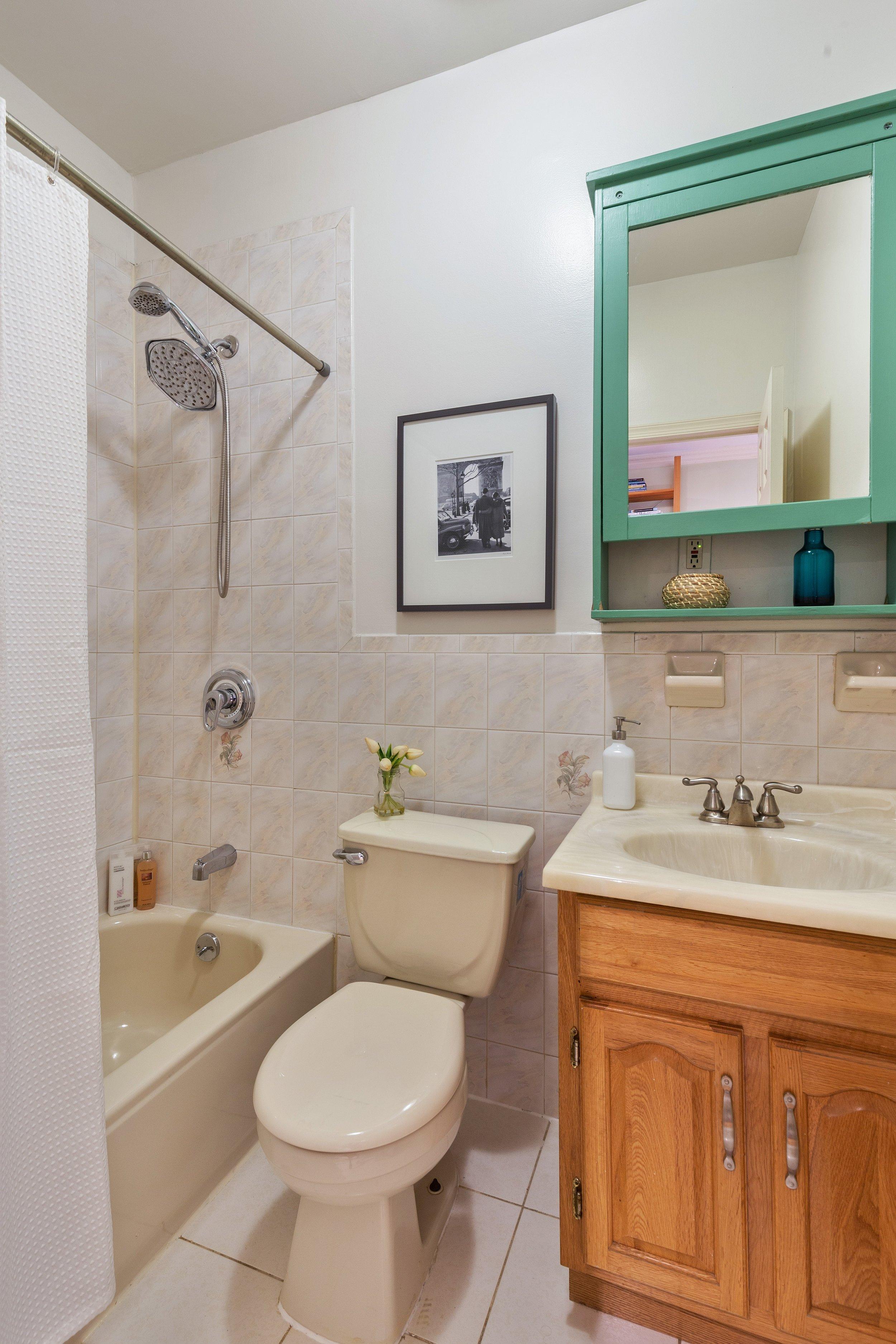 11_474WaverlyAvenue_3_8_Bathroom_HiRes.jpg